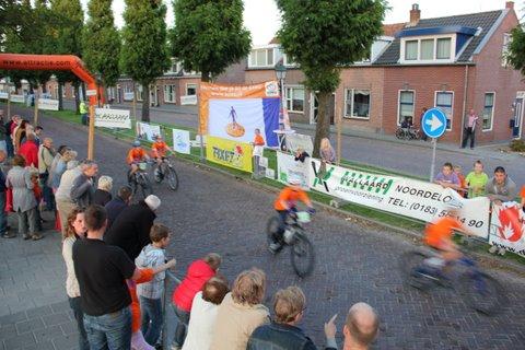 De deelnemers reden in een prachtige ambiance over de Prinsengracht!
