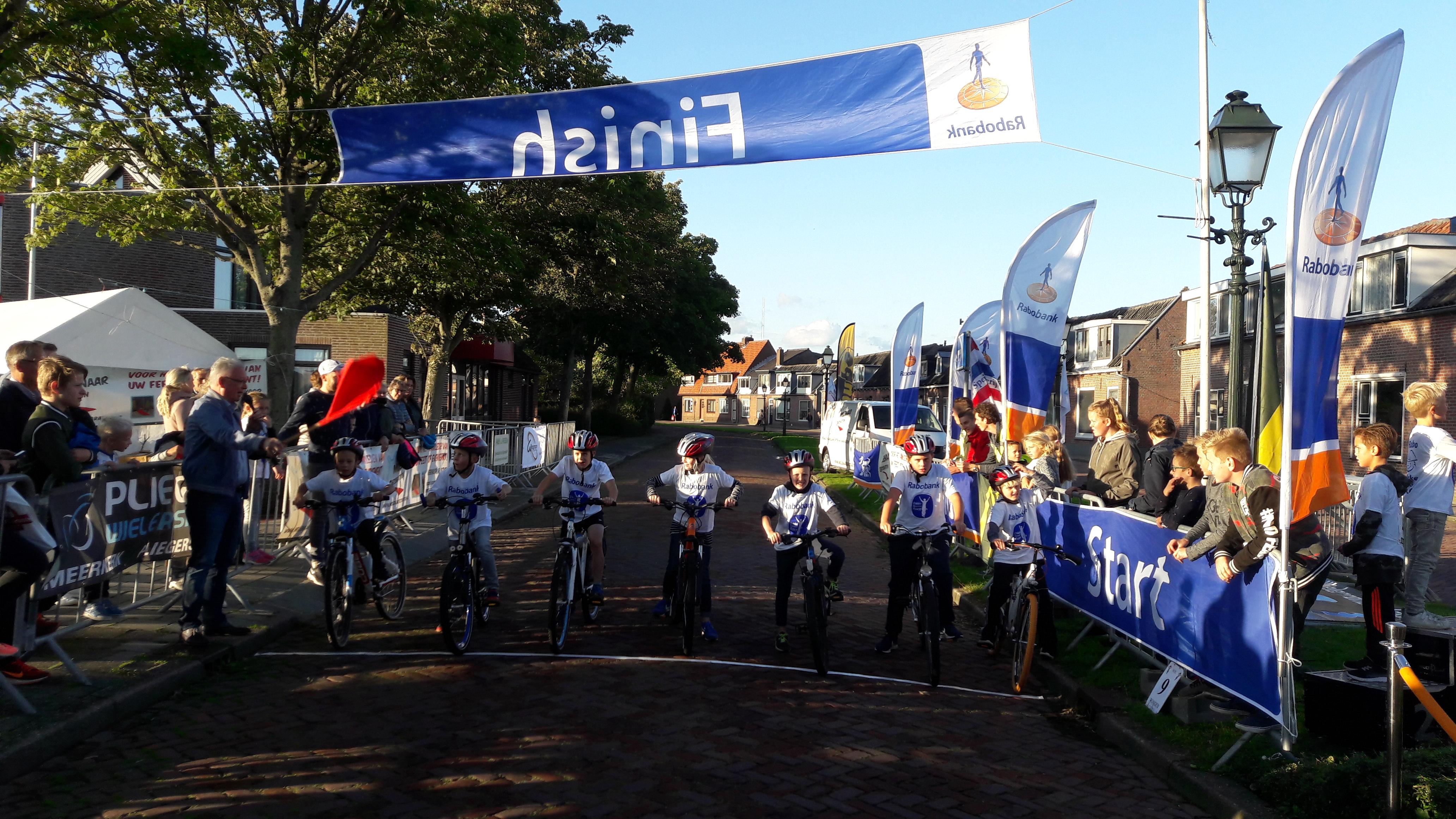 Klaar_voor_de_start_Rabobank_Dikke_Banden_Race_Ameide_2017